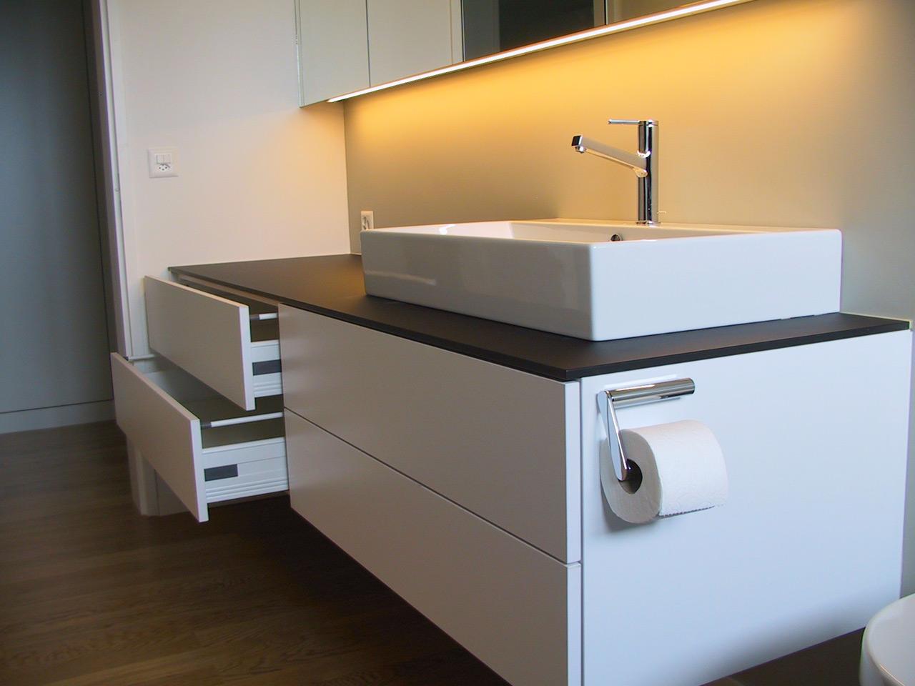 badschrank holz design. Black Bedroom Furniture Sets. Home Design Ideas